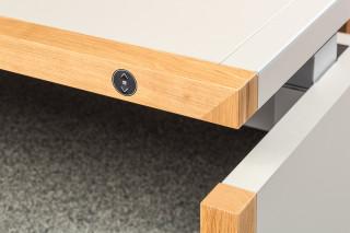 Hoehenverstellbarer_Schreibtisch